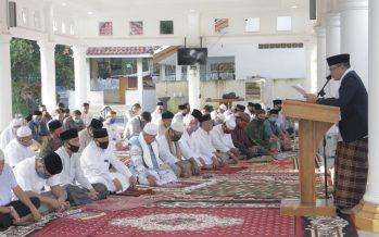 Bupati OKU Drs. Kuryana Azis Melaksanakan Sholat Idul Adha 10 Dzulhijah 1441 Hijriah Bersama Keluarga,  Jum'at (31/07/2020)