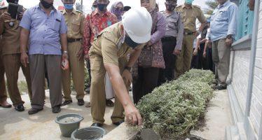 Peletakan Batu Pertama Program Penerangan Jalan Umum Tenaga Surya (PJU-TS) OKU Indonesia Terang Sumsel Benderang OKU Terang Benderang di Desa Karya Mukti Kecamatan Sinar Peninjauan, Selasa (18/08/2020)